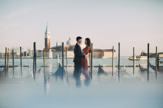 engagement venice couple photo destination