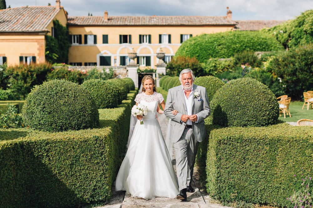 wedding photographer destination tuscany italy villa photo bride