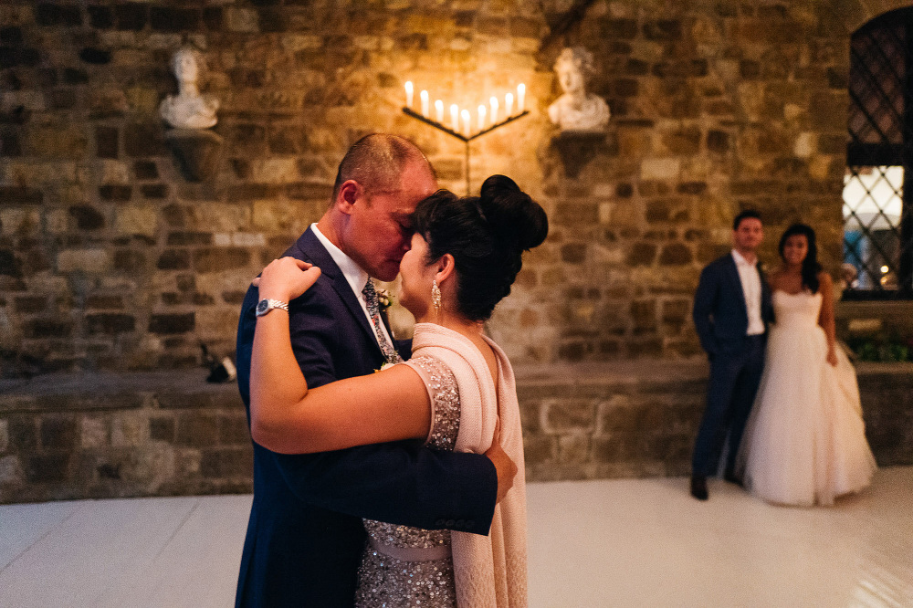 leicaq leica q tuscany wedding photo destination first dance par