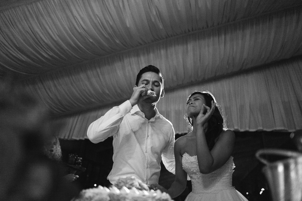 leicaq leica q tuscany wedding photo destination cake cut taste